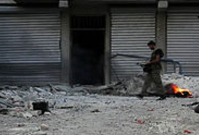 Main_220px-free_syrian_army_soldier_walking_among_rubble_in_aleppo